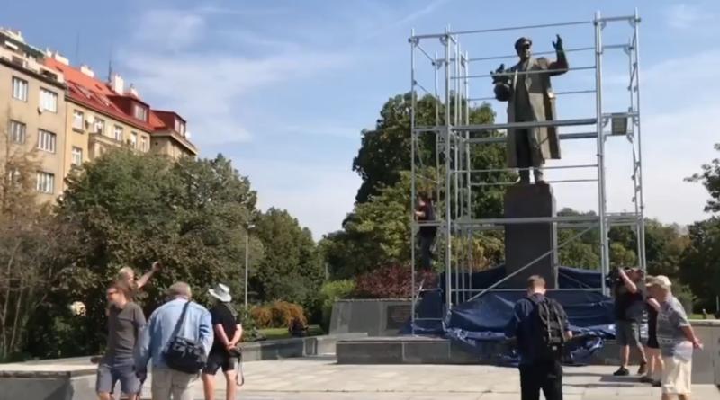 socha Koněv